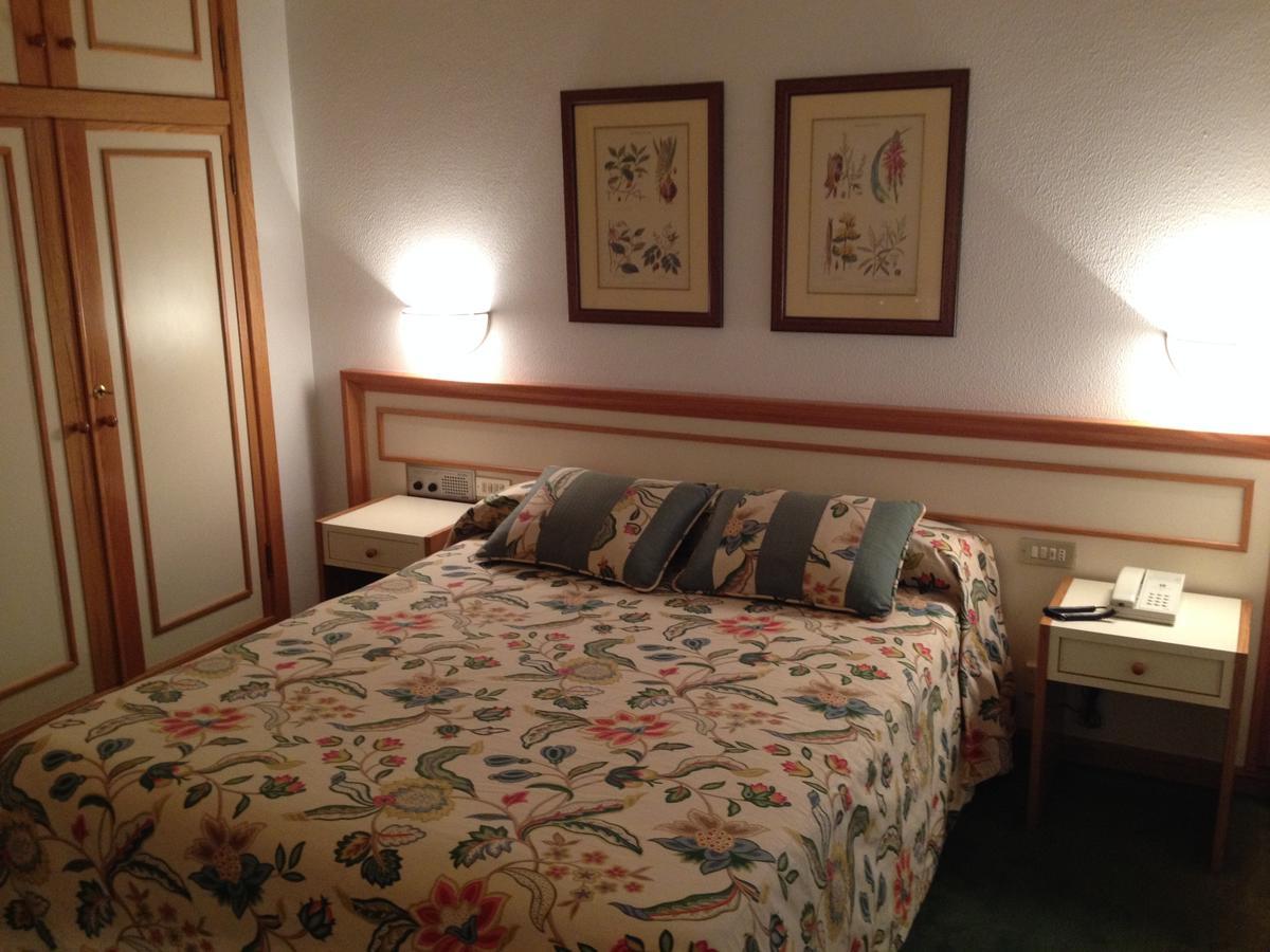 hotel-jopi-habitacion-cama