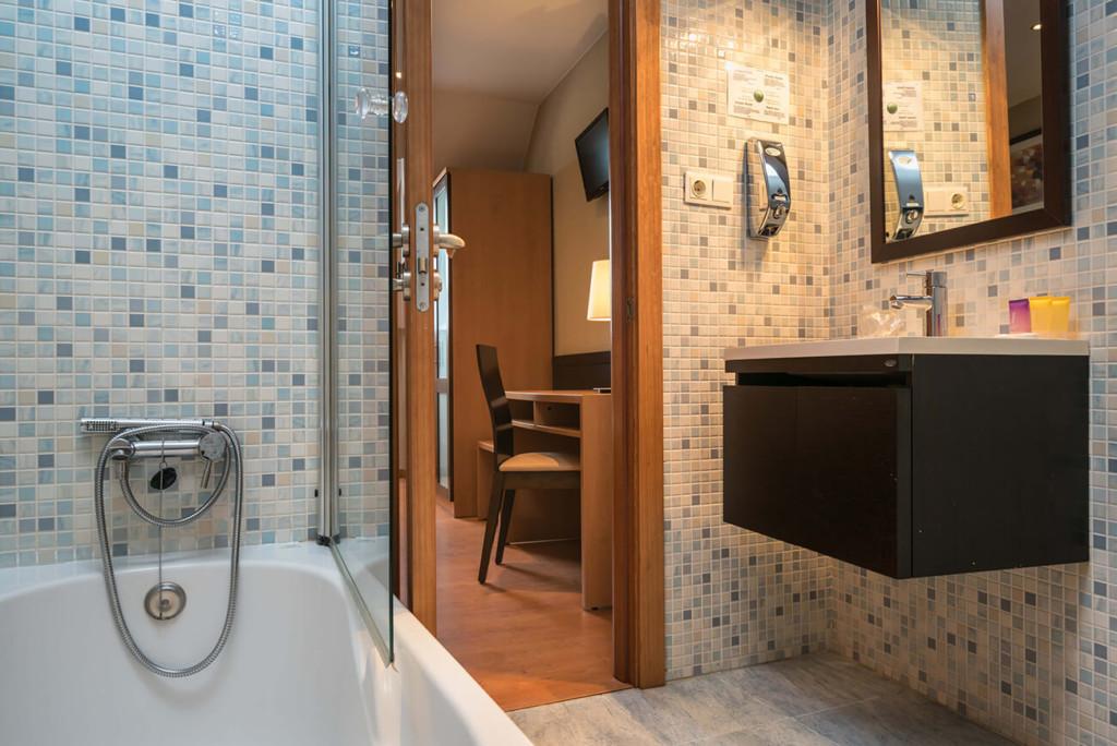 hotel-ms-boiro-baño-habitacion